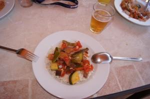Basmati-Reis mit frischem Gemüse und Tomatensoße. Foto: Alireza Zokaifar