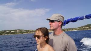 Jörg und Mila auf dem Boot